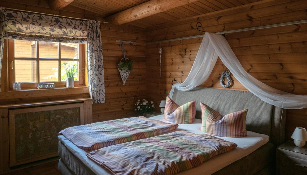 Eines der rustikalen Schlafzimmer