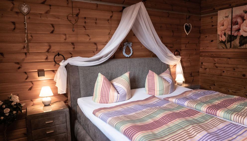 Die Schlafzimmer sind rustikal und gemütlich