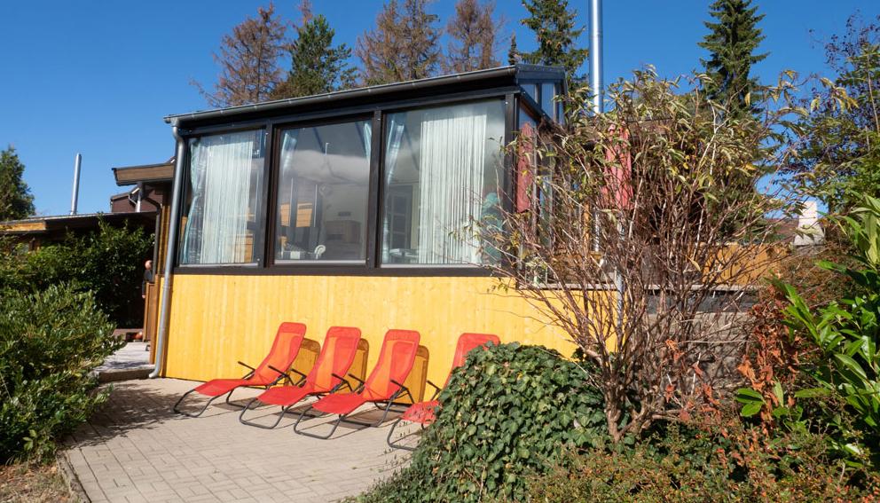 Die Terrasse lädt zum Sonnenbaden ein
