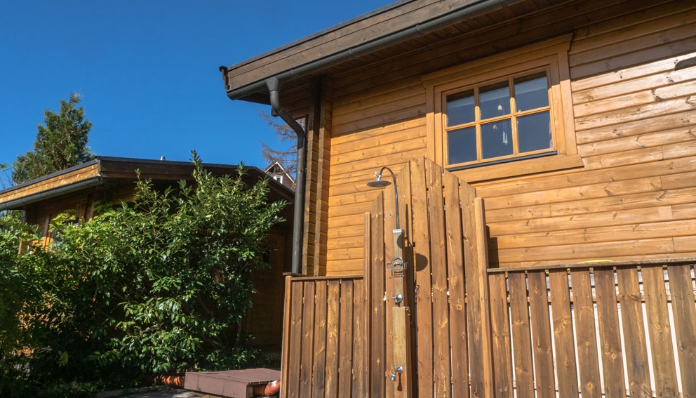 Außendusche für die Abkühlung nach der Sauna