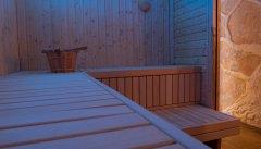 Großzügige Saunabänke